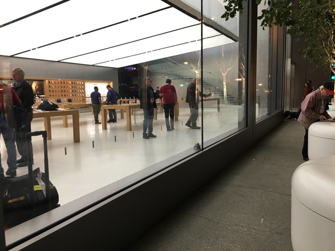 Mysterious overnight activity at Apple stores presages Thursday's Mac event