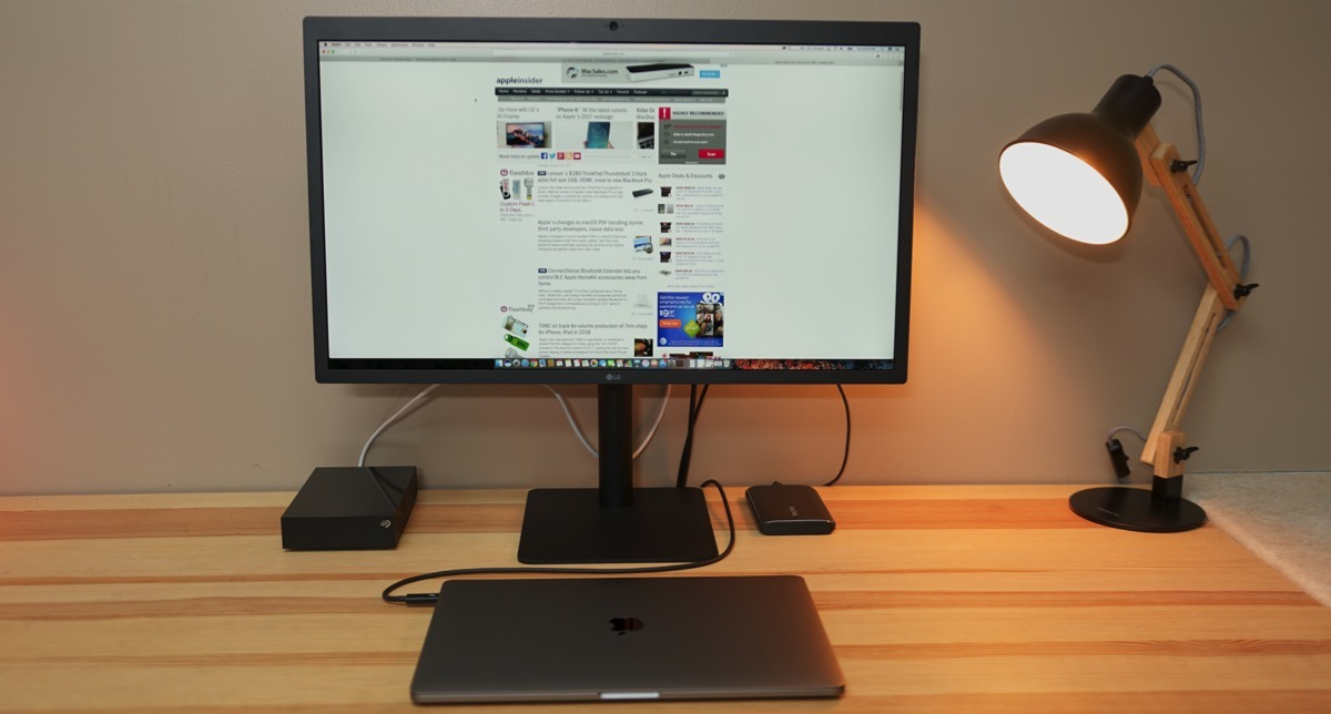 LG UltraFine 5K Display with Thunderbolt 3 for Apple's 2016 MacBook Pro