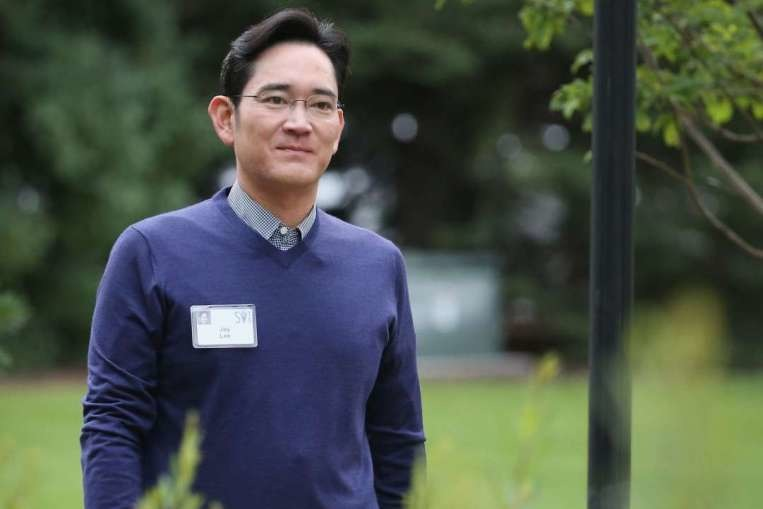 photo image Samsung vice chairman a suspect in South Korean bribery probe
