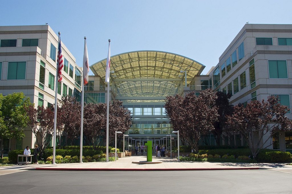 photo image Apple at peak of Fortune 'Most Admired Companies' list for 10th straight year