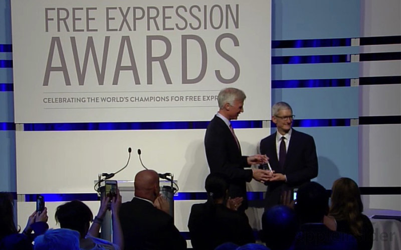 Tim Cook accepts Newseum 2017 Free Expression Award, says companies should have values