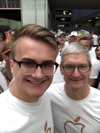 Tim Cook, other Apple execs join in 2018 San Francisco Pride Parade