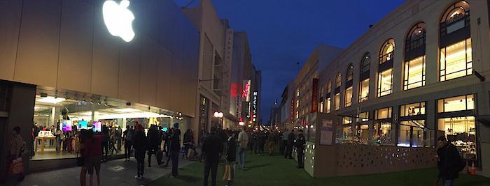 Apple Store Union Square SF Winter Walk