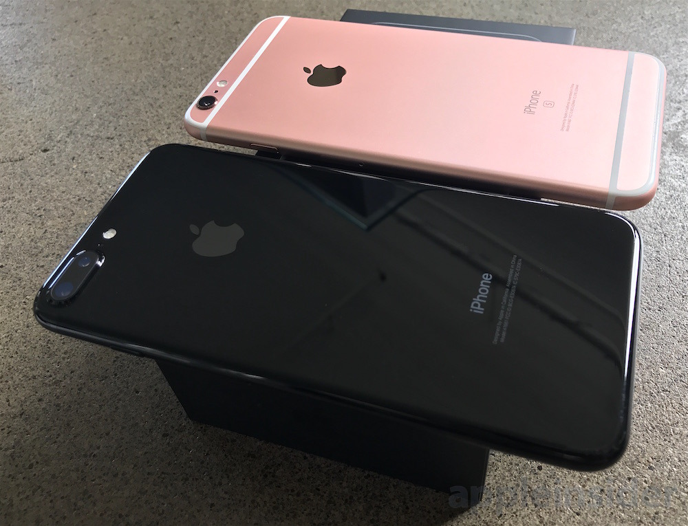 Black Jet Black Unboxing The New Iphone 7 Iphone 7 Plus With Lightning Headphones Appleinsider