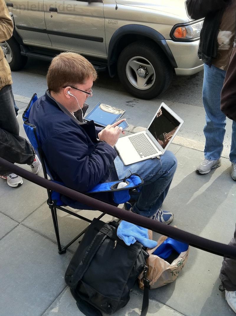 iPad 2 line San Francisco