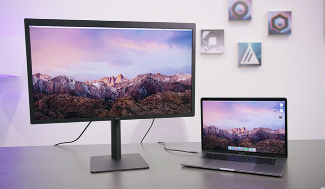 LG 5K Display connected over Thunderbolt 3 to a MacBook Pro