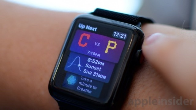 Siri's watch face gives you relevant information through the day.