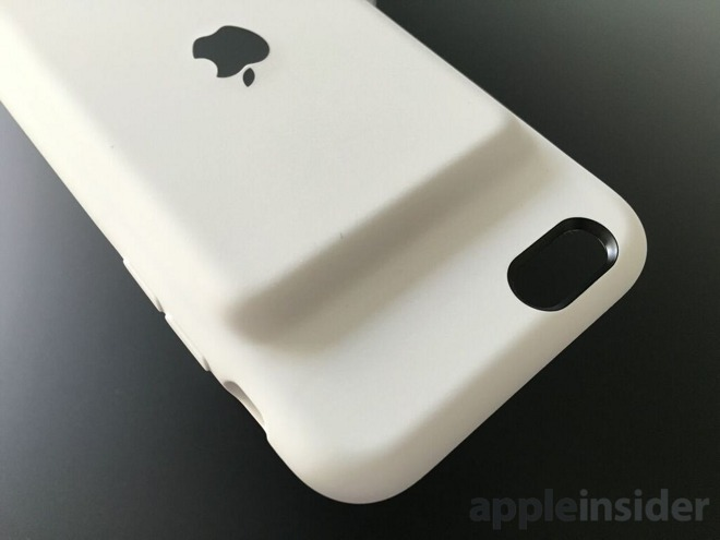 The original Apple Smart Battery Case's prominent battery hump