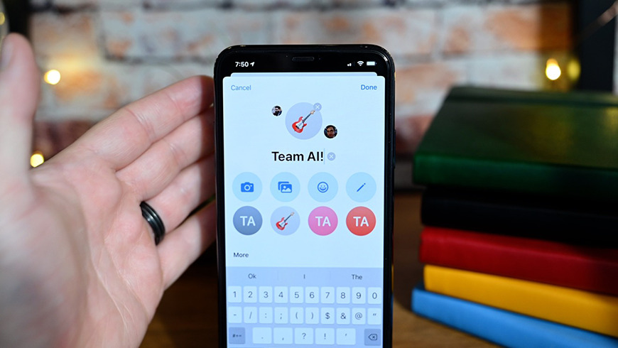 Setting a custom name for a group chat in iOS 14
