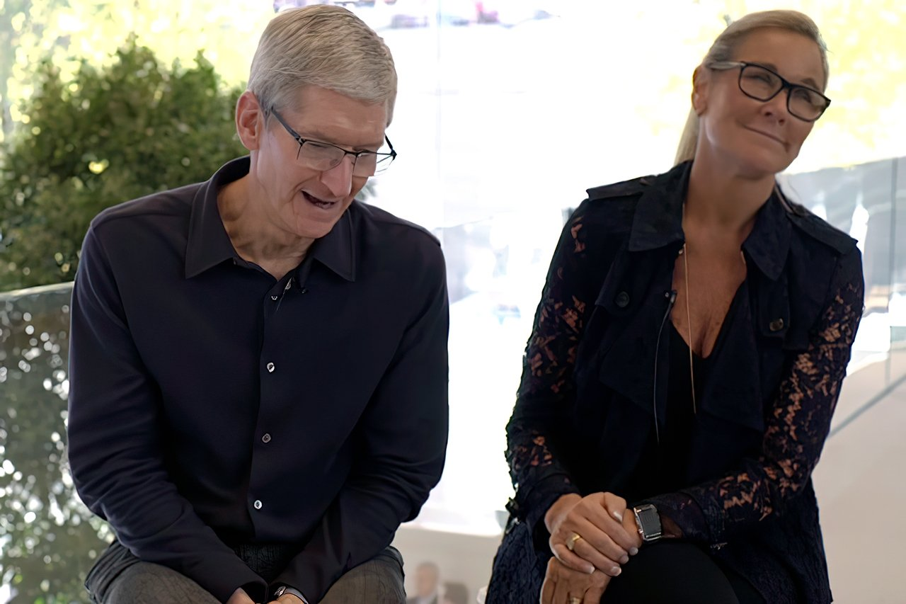 Tim Cook and Angela Ahrendts