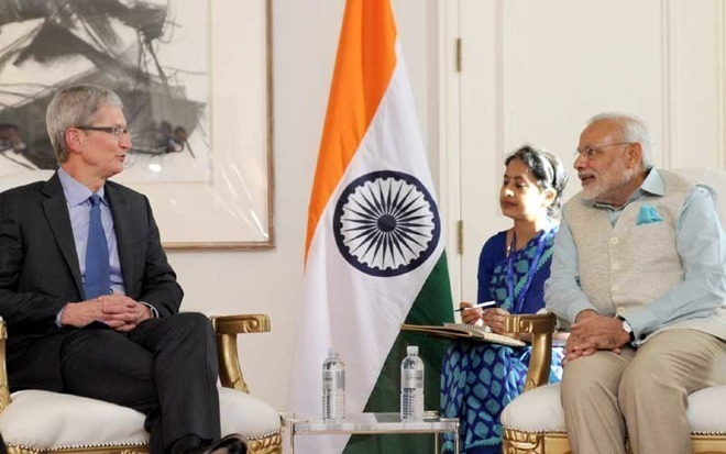 Apple CEO Tim Cook (left) meets with Indian Prime Minister Narendra Modi.