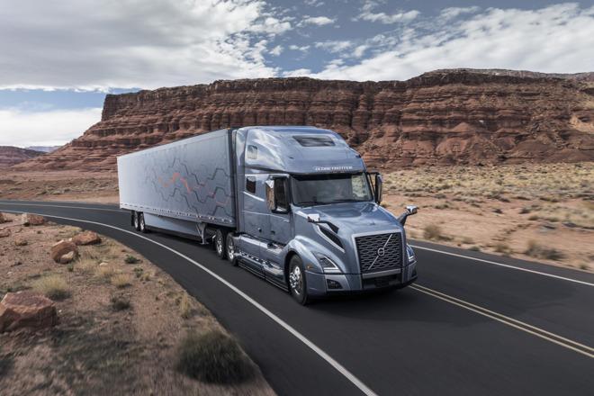Volvo Brings Apples CarPlay To New VNL Semi Trucks