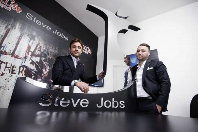 Italský výrobce oděvů získal práva na značku Steve Jobs