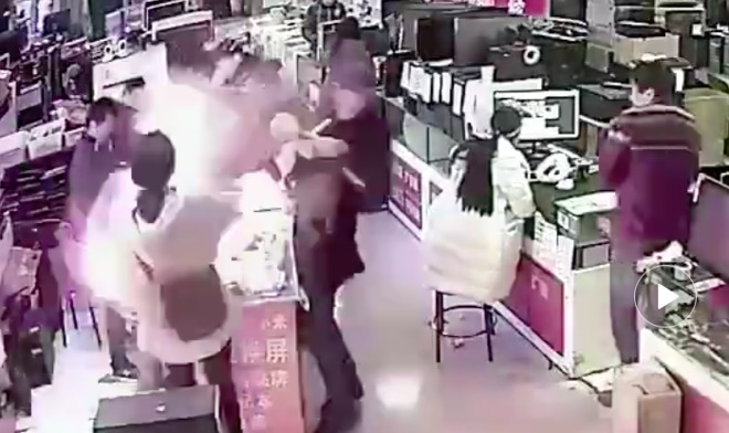 Man Causes Explosion in Electronics Store After Biting iPhone Battery