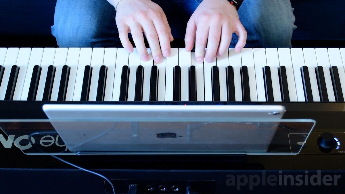 ONE Smart Keybaord playing