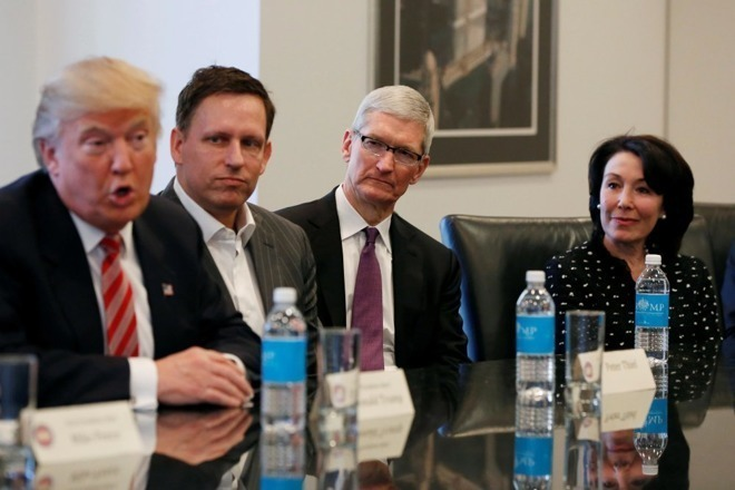 Tim Cook and Donald Trump meet in 2017
