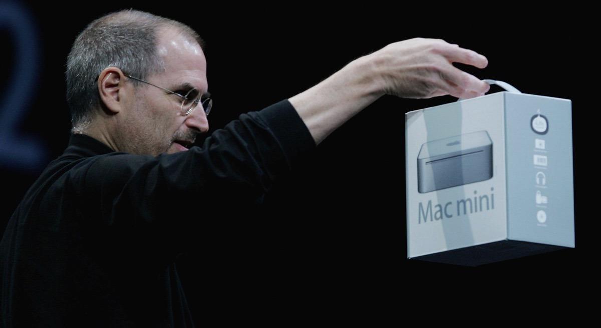 Steve Jobs with Mac mini box