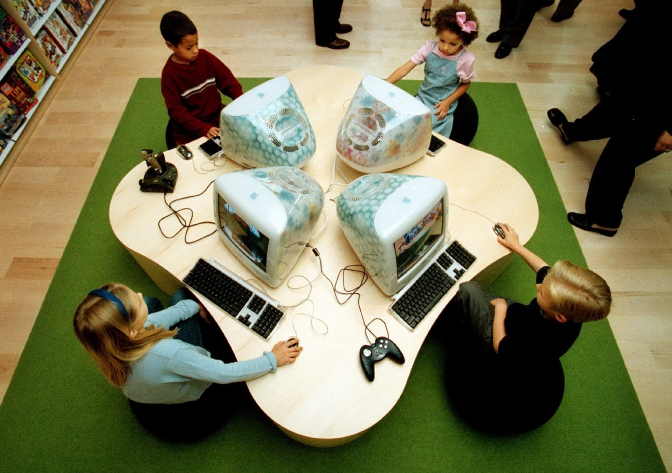 Children using the Flower Power iMacs at Tyson's Corner, the day it opened
