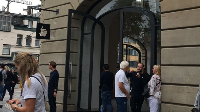 Apple Store in Amsterdam evacuated after iPad battery 'explodes'