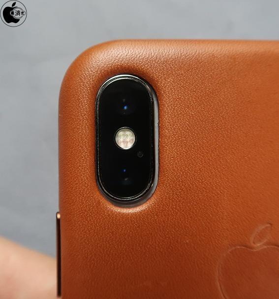 An iPhone X inside an iPhone XS case (via Macotakara)