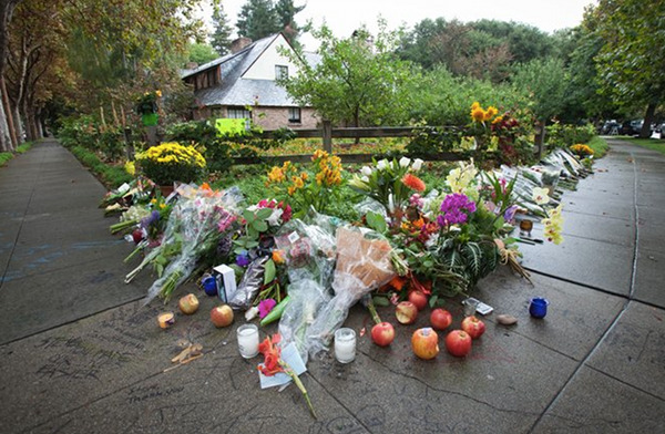 Flowers left outside Steve Jobs's Palo Alto house