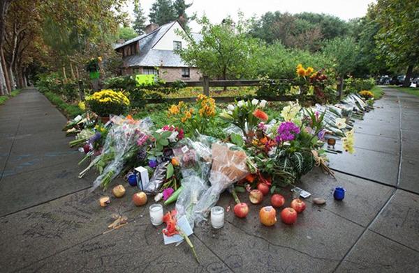 Flowers left outside Steve Jobs's Palo Alto house