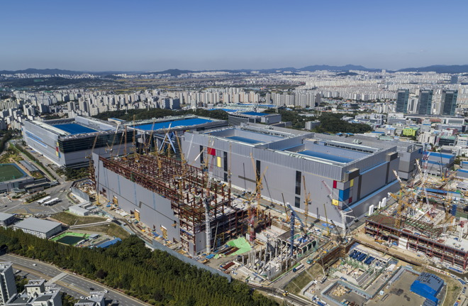 Samsung starts 7nm chip production, trailing behind A-series