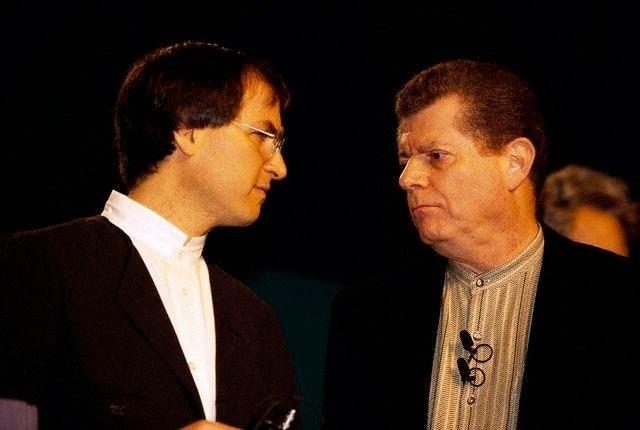 Steve Jobs (left) and Gil Amelio