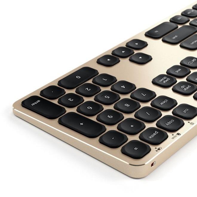 Satechi keyboard in gold