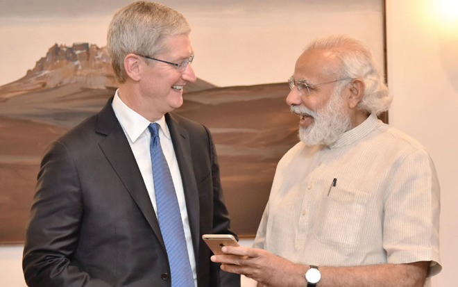 Apple CEO Tim Cook with India's Prime Minster Narendra Modi