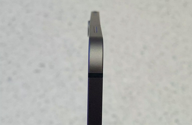 No, Apple, a slightly bent iPad Pro straight out of the box isn't acceptable
