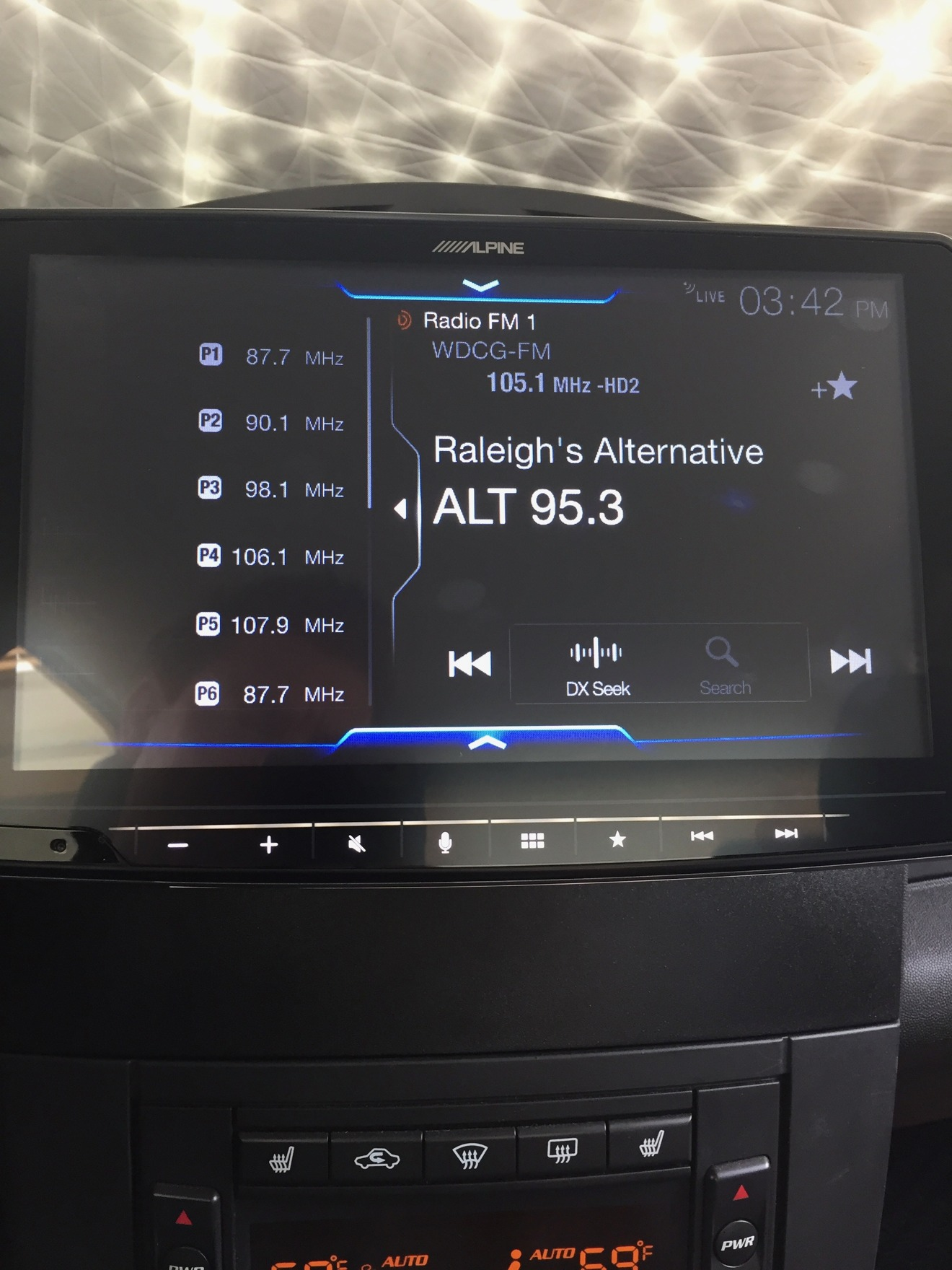 This interface looks nothing like Android Auto or CarPlay, and that sucks.