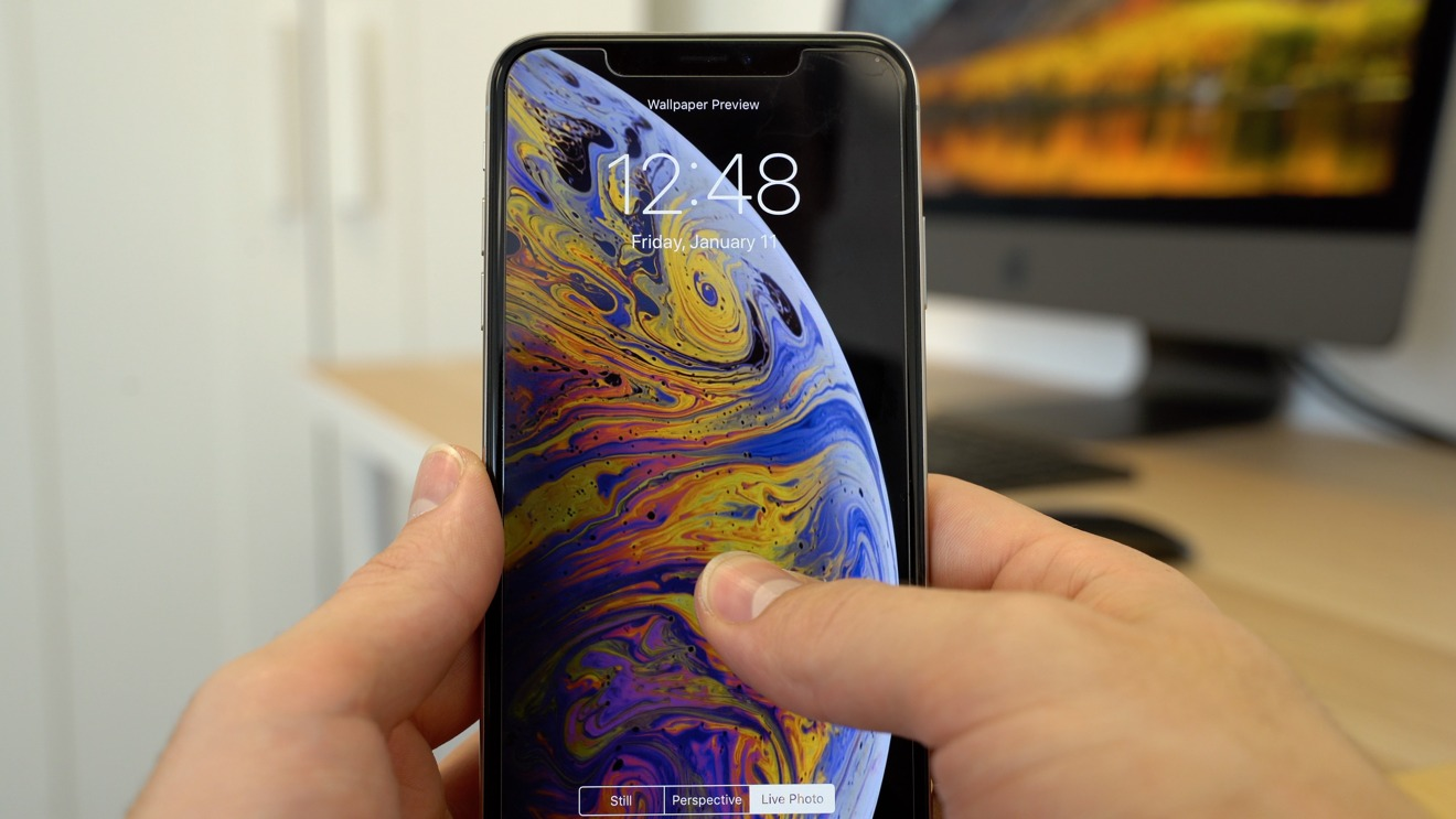 The iPhone XS' 3D Touch can interact with live wallpaper