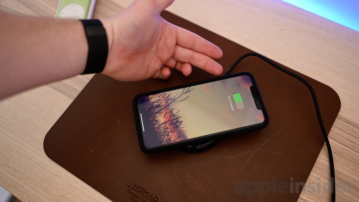 Apple iPhone Smart Battery Case wireless charger