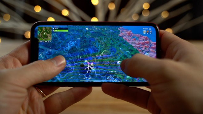 Playing Fortnite on the iPhone XR