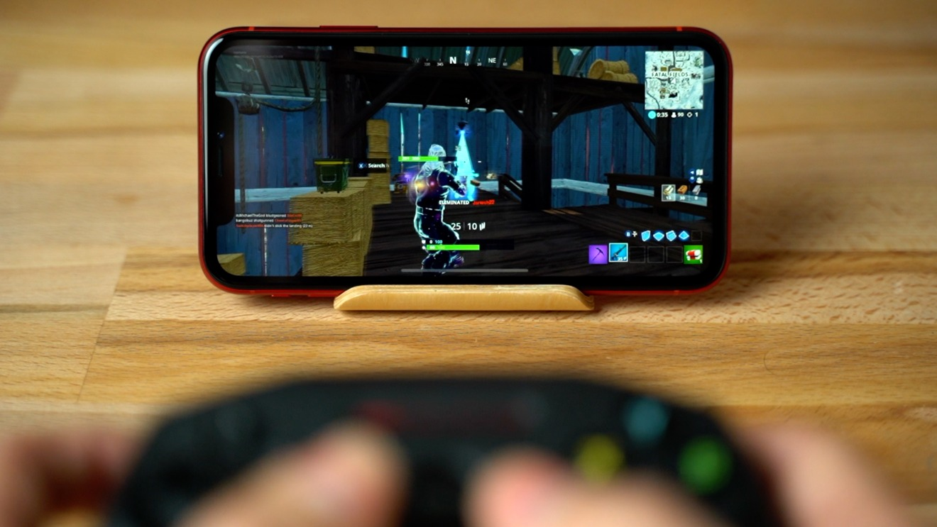 The iPhone XR's screen is certainly smaller, but still extremely usable for 'Fortnite' with a controller