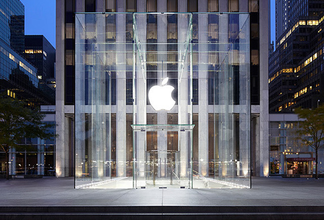 Apple's Fifth Avenue 'cube' in New York City
