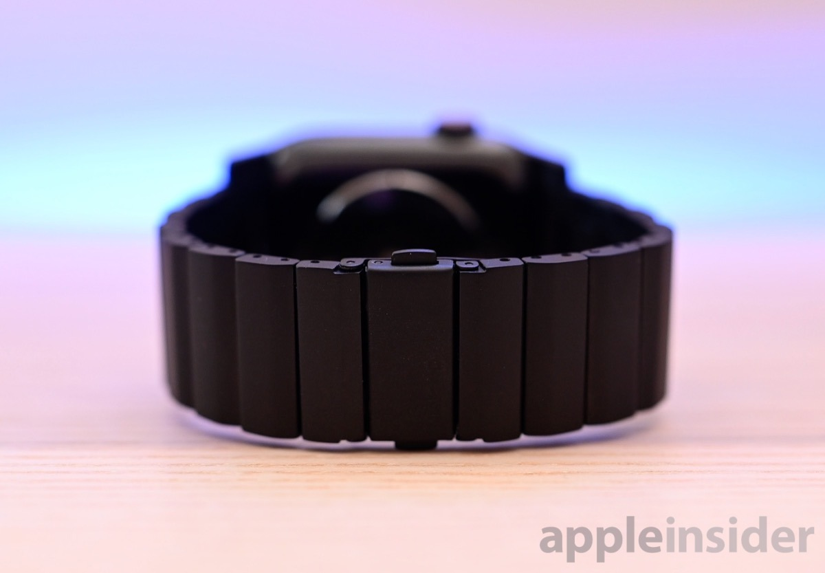 Review: Nomad's titanium Apple Watch band is a more affordable alternative to Apple's metal link