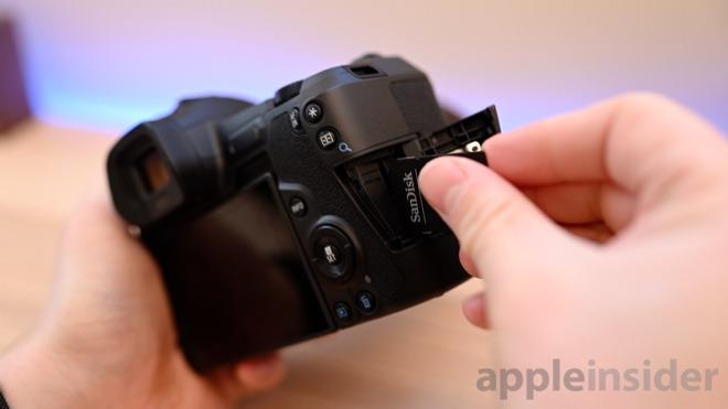 Canon EOS R SD slot
