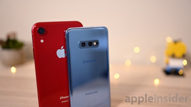 iPhone XR and Samsung Galaxy S10e