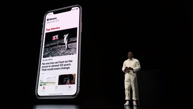 Apple's Wyatt Mitchell demonstrates Apple News+