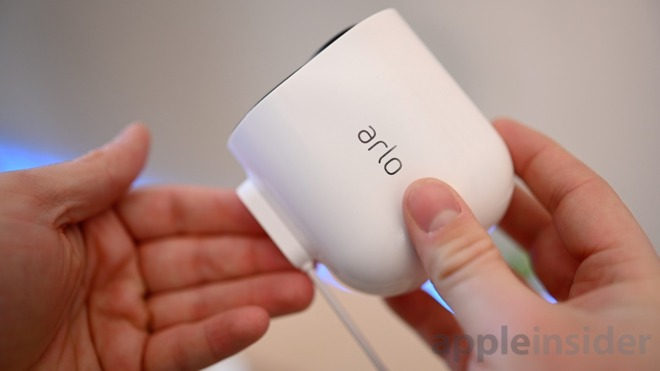 Arlo Ulta magnetic charger