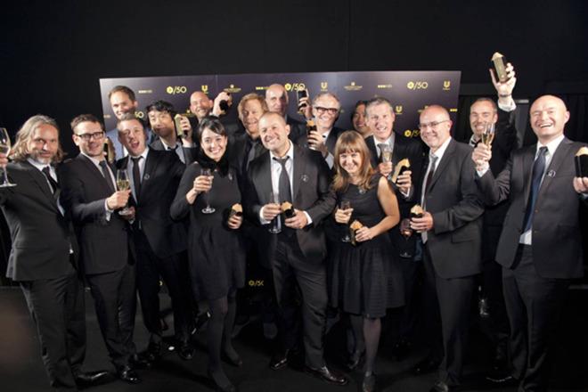 Una foto grupal extremadamente rara de todo el equipo de identificación como lo fue en 2012 cuando recibieron un prestigioso premio de diseño.