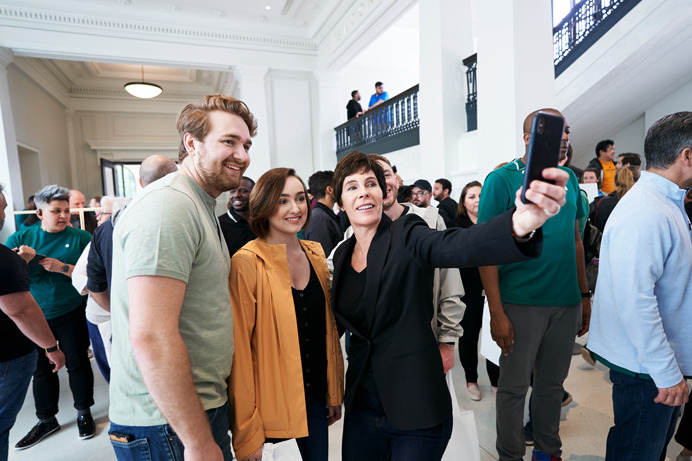 Apple retail VP Deirdre O'Brien posing with shoppers.