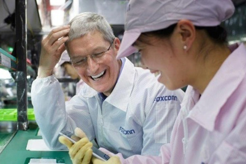 Tim Cook visiting a Foxconn plant in China