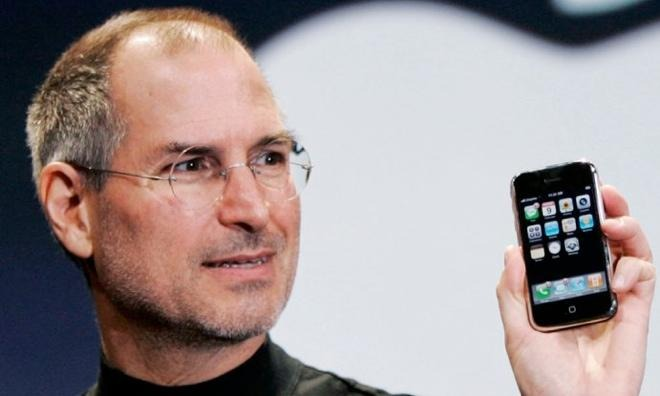 Steve Jobs with the original iPhone