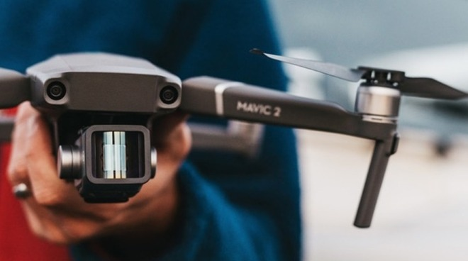 Moment anamorphic drone lens