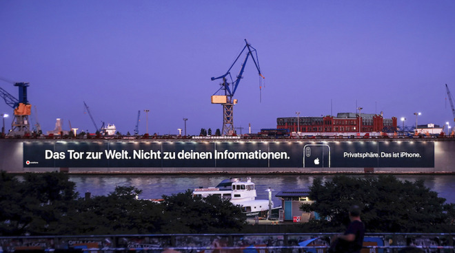 The 'Privacy. That's iPhone' ad in the Port of Hamburg (via Macerkopf)