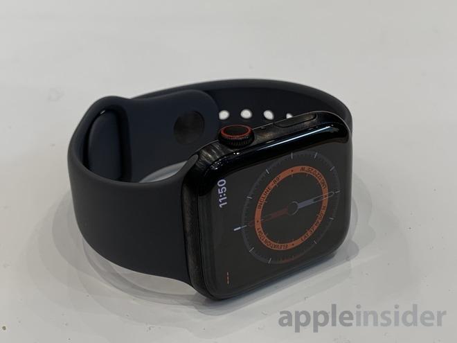 Apple Watch Series 5 in black titanium