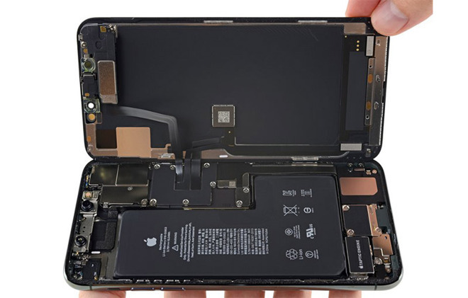 A teardown of the new iPhones shows an unidentified circuit board. (Source: iFixit)